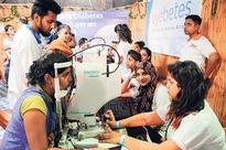 Muslim students contribute to free eye check up campaign at Lalbaug