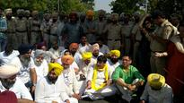 Punjab foodgrain scam: AAP protesters block Chandigarh-Mohali border