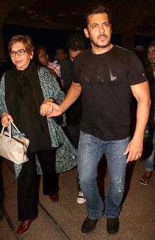 Salman leaves for IIFA with Helen