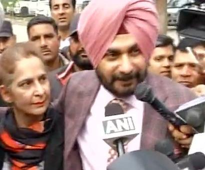 Sidhu votes, says Rahul will get great gift in form of Congress' revival