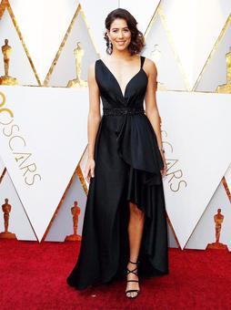 Che Bella! Wimbledon champ GarbIne Muguruza scorches red carpet at the Oscars!