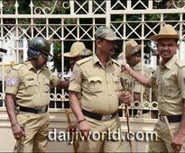 Mangaluru: Anti-Yettinahole project activists wave black flags against DVS, Moily