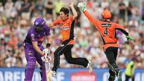 Brad Hogg signs with Melbourne Renegades