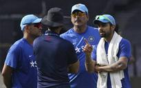 Indian coach hunt: Kohli asked to choose between Kumble and Shastri