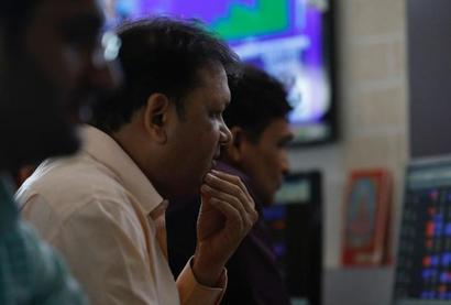 Sensex tumbles 430 points as bank stocks drag