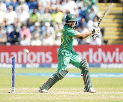 Babar, Malik steer Pakistan past Sri Lanka in 1st ODI