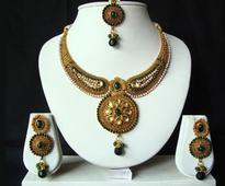 Kundan Studded Necklace Set in White and Green
