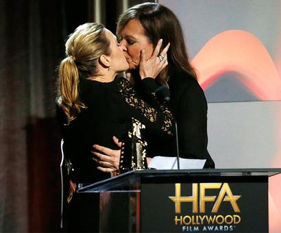 PIX: Kate Winslet kisses Allison Janney!