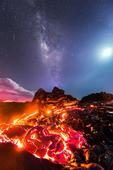 This Photographer Risked His Life To Capture Lava, Meteor, The Milky Way & The Moon In One Pic!