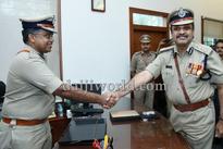Mangaluru: Chandra Sekhar bids adieu, T R Suresh takes charge as police chief