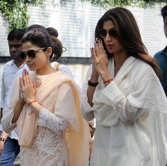 Akshay, Abhishek attend Shilpa Shetty's father's funeral