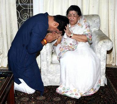 PIX: Madhur Bhandarkar visits Lata Mangeshkar