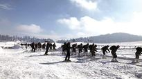Gulmarg snow carnival beckons tourists