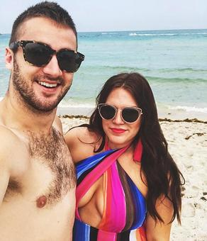 A husband's adorable letter to his curvy wife
