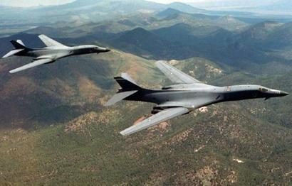US bombers fly close to North Korea in show of force