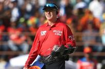 IPL 2016: Umpire Bruce Oxenford Walks Onto The Pitch With A Hand Shield To Protect Himself
