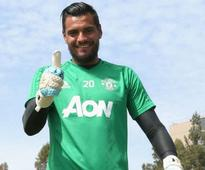 Premier League: Manchester United goalkeeper Sergio Romero signs contract extension until 2021