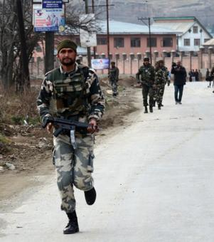 Centre rushes 20 additional CRPF companies to Kashmir