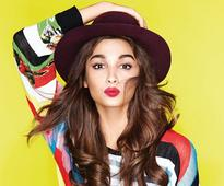 Alia Bhatt Resolves Her Fans Love andamp Life Problems Through These Amazing Video Recordings