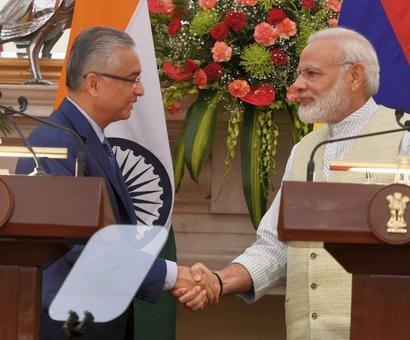 India gives $500 million assistance to Mauritius