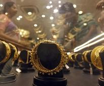 Gold heads for biggest weekly drop in six months