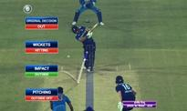 Umpire Kumar Dharmasena messes up with Decision Review System