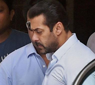 Salman, co-accused arrive at Jodhpur court