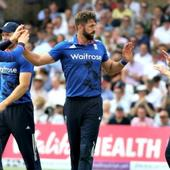 England v/s SriLanka: Plunkett's last ball six ends the first ODI with a tie