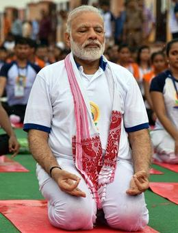 Even the rains can't stop Modi from doing yoga