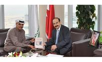 Energy minister receives writer