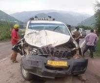 7 injured in taxi- truck collision