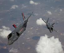 UPDATE 2-Denmark backs Lockheed Martins F-35 for $3 bln fighter jet deal