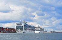 Thousands of cruise ship tourists flocking to Copenhagen