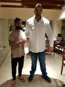 Kohli meets The Great Khali, Twitter goes crazy