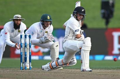 3rd Test: New Zealand battle to stumps in good position
