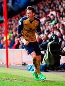 Ozil fires superb volley as goal-shy Gunners rediscover title spark