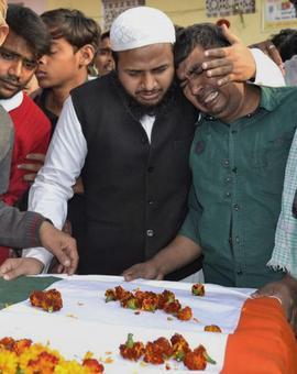 Slain CRPF jawan's family refuses cheque of Rs 5 lakh