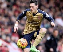 Vital Sanchez, Ozil fire for Gunners