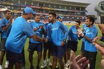 Mohammed Siraj makes debut, India bowl