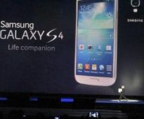 Kiwis snap up Samsung's new smartphone
