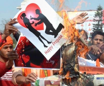 VHP, Bajrang Dal members held for threatening couples in Gujarat