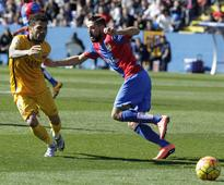 Barca equal unbeaten record with Levante win