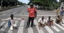 BJP workers block roads in city protesting BJD attack