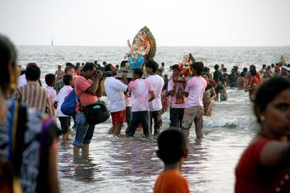 40,000 cops, drones, to keep an eye on Mumbai for Ganesh visarjan