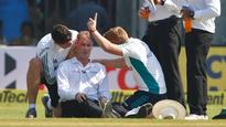 Umpire subbed after concussion