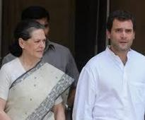 Sonia, Rahul meet NSUI members over win in UP varsities