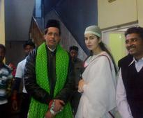 Katrina Kaif offers prayers at Ajmer dargah for 'Fitoor'