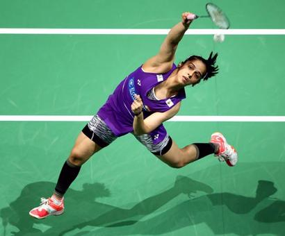 Saina, Sindhu to face-off in Indonesia Masters quarters