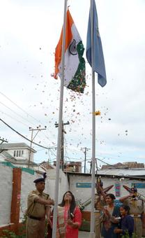 CRPF martyr's wife, daughter hoist flag in Srinagar