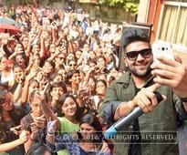 Delhi Times Fresh Face 2016: Gargi girls on a selfie spree with Guru Randhawa